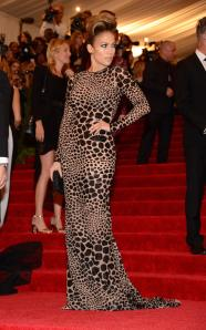J.Lo looked fab and elegant and still rocked the theme. Well done.